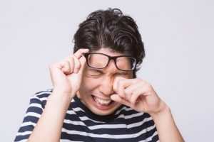 見えづらさによる 疲れ目 には 目薬 効果なし